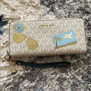 Michael Kors jet set continental MK wallet